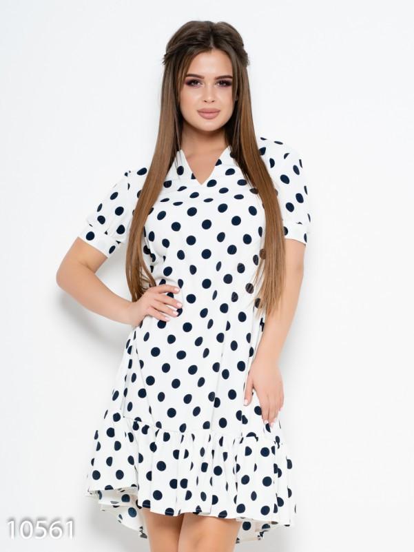 Белое платье в горошек с воланом