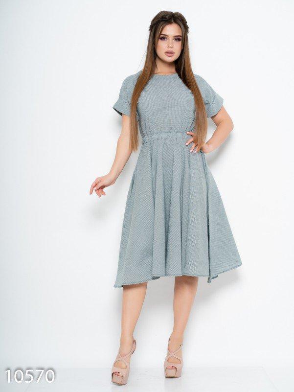 Зеленое клетчатое платье с расклешенной юбкой