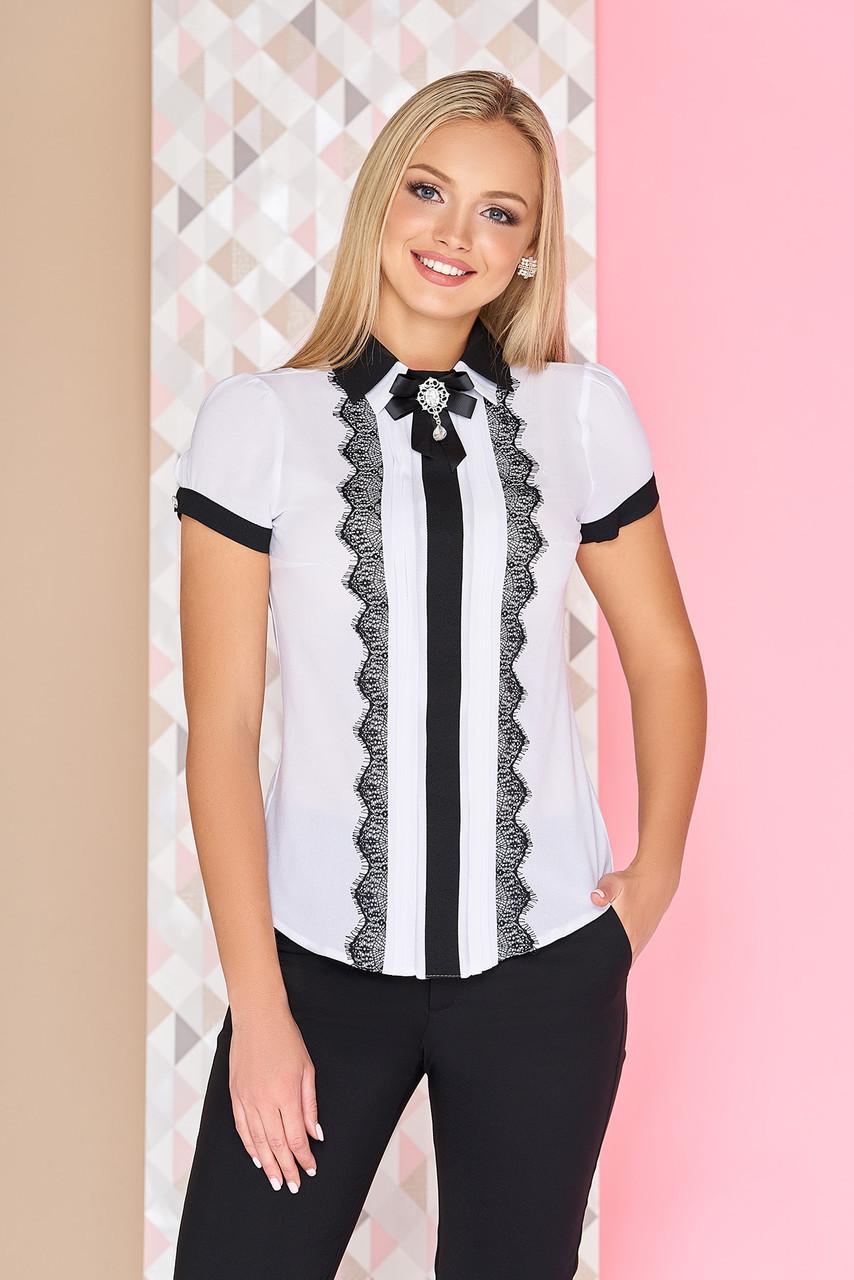 """Офисная белая блузка с короткими рукавами и кружевом, двойной воротник с брошью, черная отделка """"Дейзи"""""""