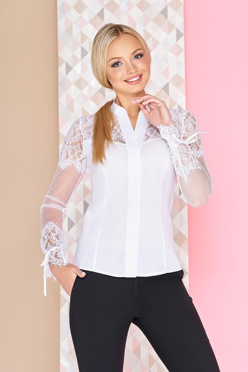 945b7081add Красивая белая блузка приталенная с длинными гипюровыми рукавами