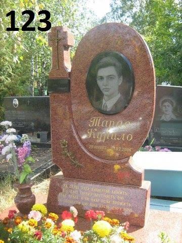 Елітний пам'ятник з граніту із хрестом та квітником