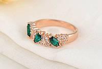 Позолоченное кольцо с зелеными и белыми цирконами код 894, фото 1