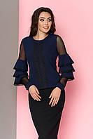 """Женская блуза  """"Устинья"""" декорирована кружевом по полочке и с воланами на  рукавах (т/синий)"""
