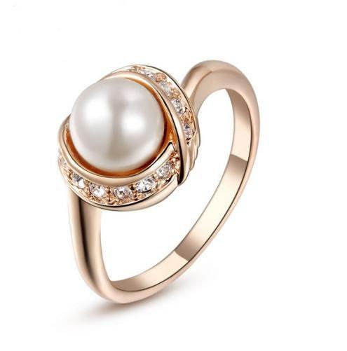 Позолоченное кольцо с кристаллами и жемчугом код 997