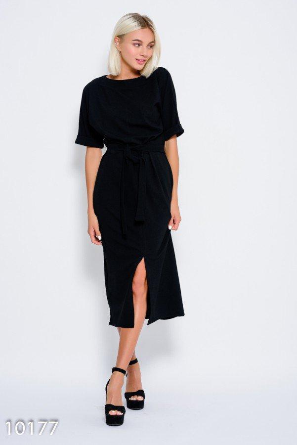 Черное платье с пояском и с цельнокроенными рукавами, декорированными отворотами и разрезом спереди  XL