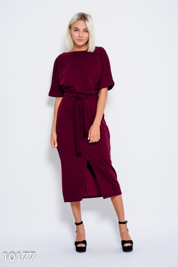 Бордовое платье с пояском и с цельнокроенными рукавами, декорированными отворотами и разрезом спереди  S