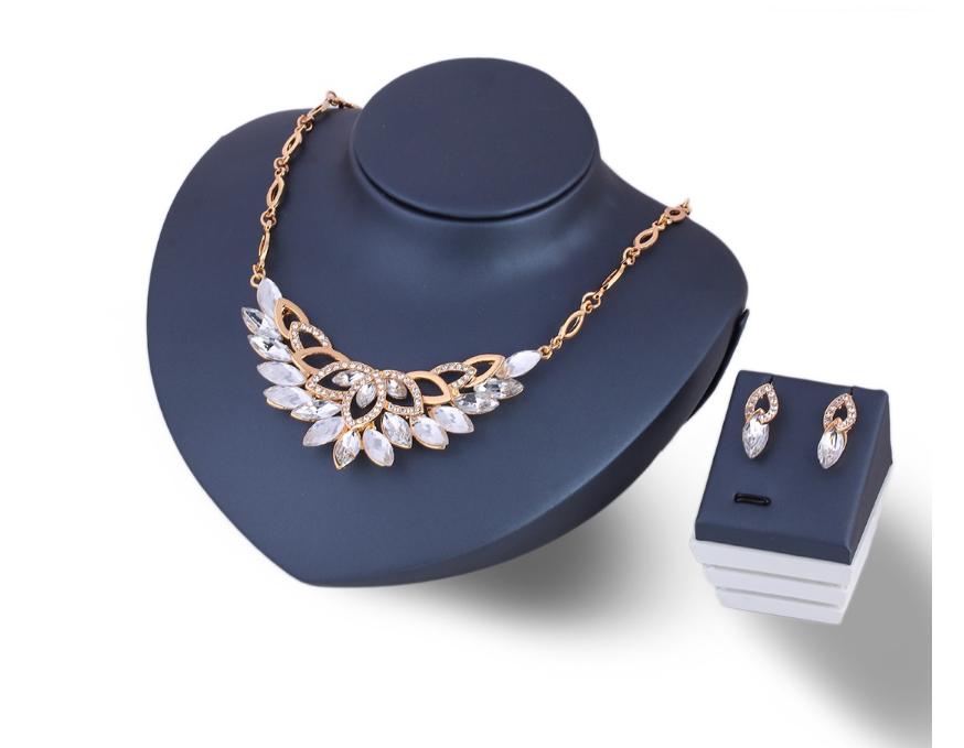 Набор украшений женский серьги и ожерелье с белыми камнями код 1077