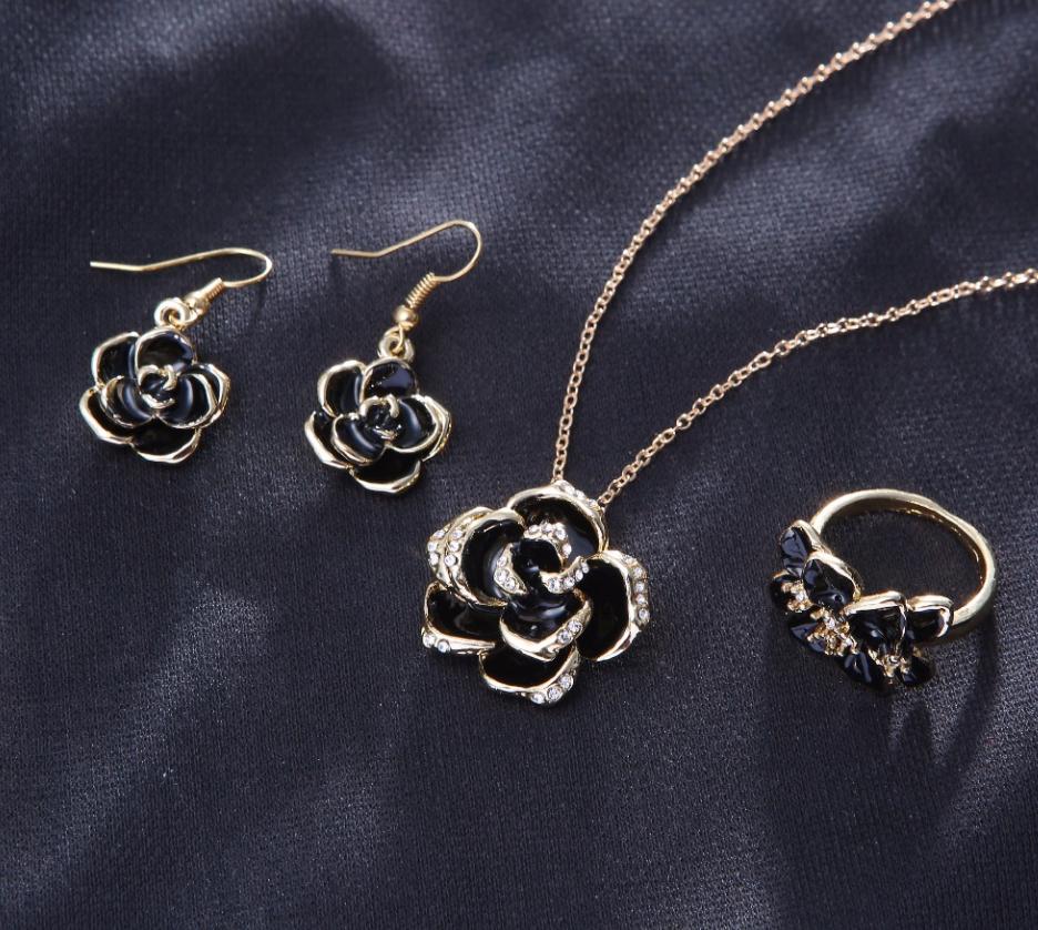 Позолоченный комплект цепочка, кулон, серьги и кольцо код 1108