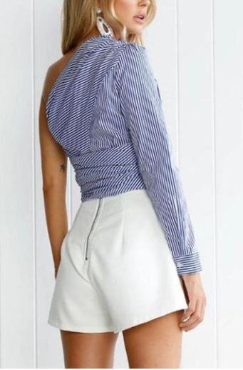Женская рубашка в полоску.
