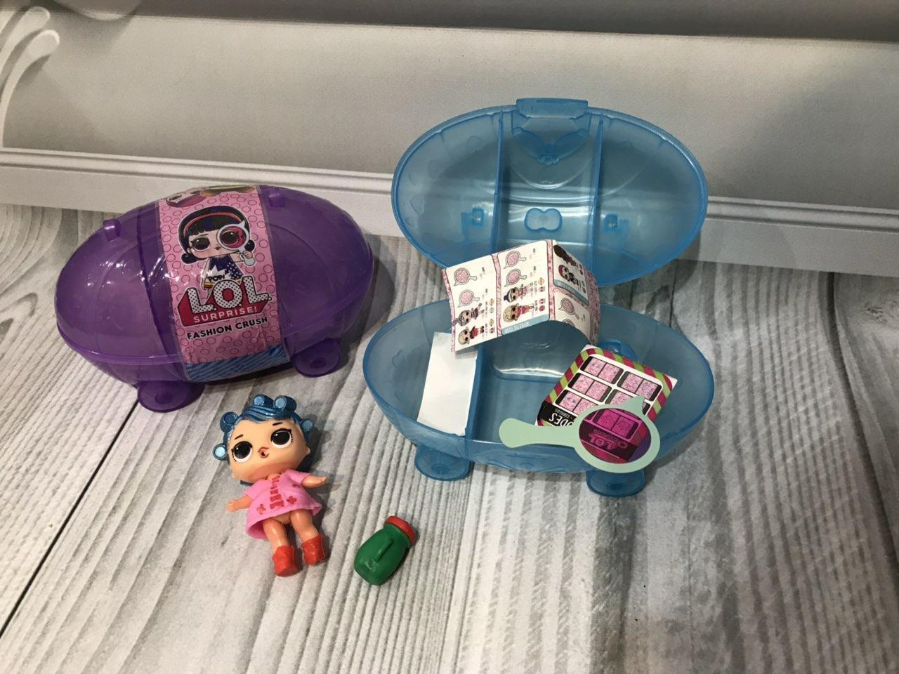 Кукла ЛОЛ в машинке