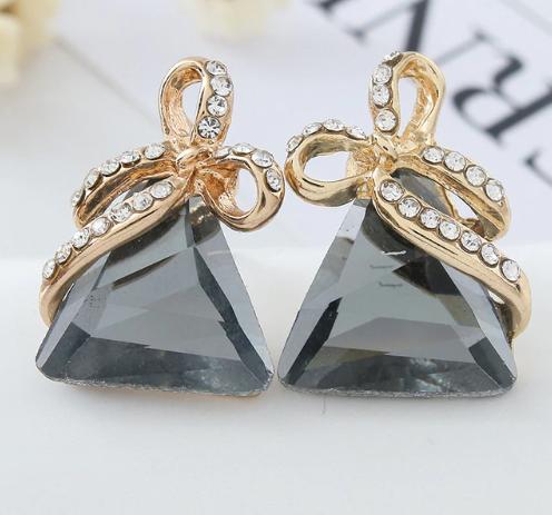 Жіночі сережки Трикутники з сірими каменями код 1536