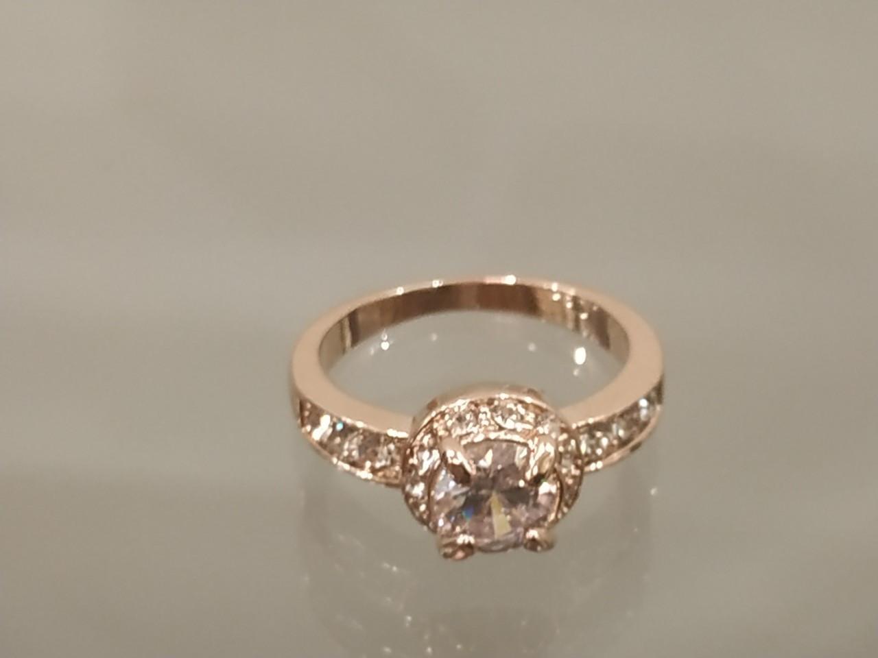 Позолоченное кольцо женское с белыми фианитами код 1542