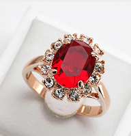 Позолоченное кольцо с красным и белыми цирконами код 196