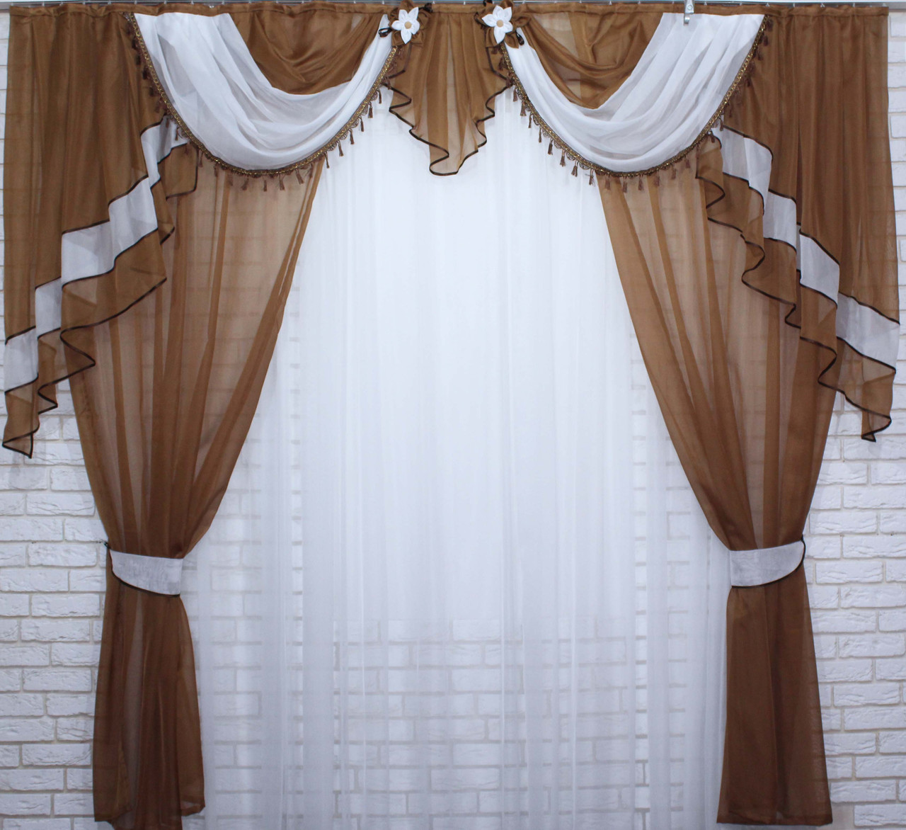Комплект ламбрекен со шторами на карниз 3м. №28. Цвет коричневый с белым.