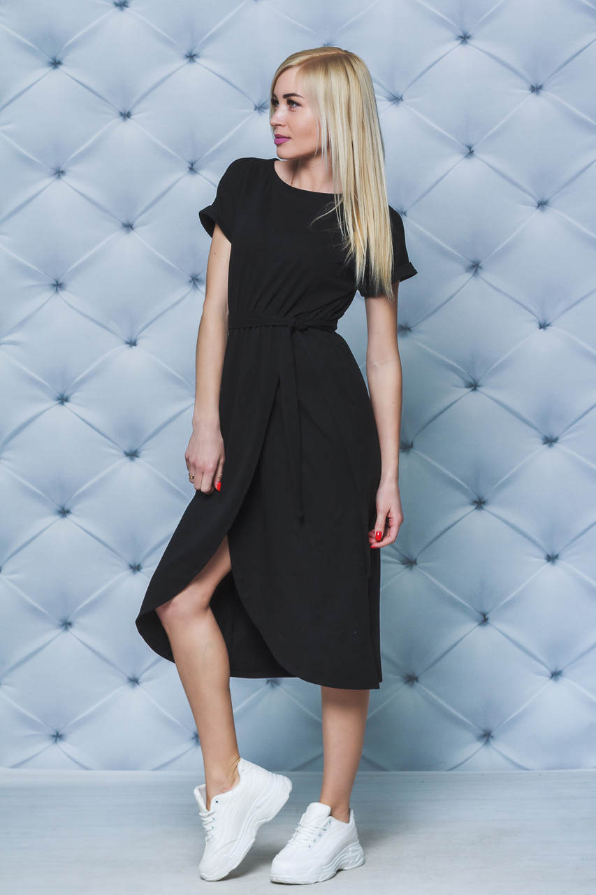 Летнее трикотажное платье с поясом черное