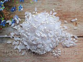 """Полубусины перламутровые, """"Рис"""" 12х6 мм, цвет белый, 10 грамм (100-110 шт)."""