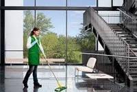 Мытье окон и блестящих полов-эффективно и экономно