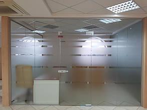 Стеклянные перегородки для офисов и торговых центров, изготовление и установка