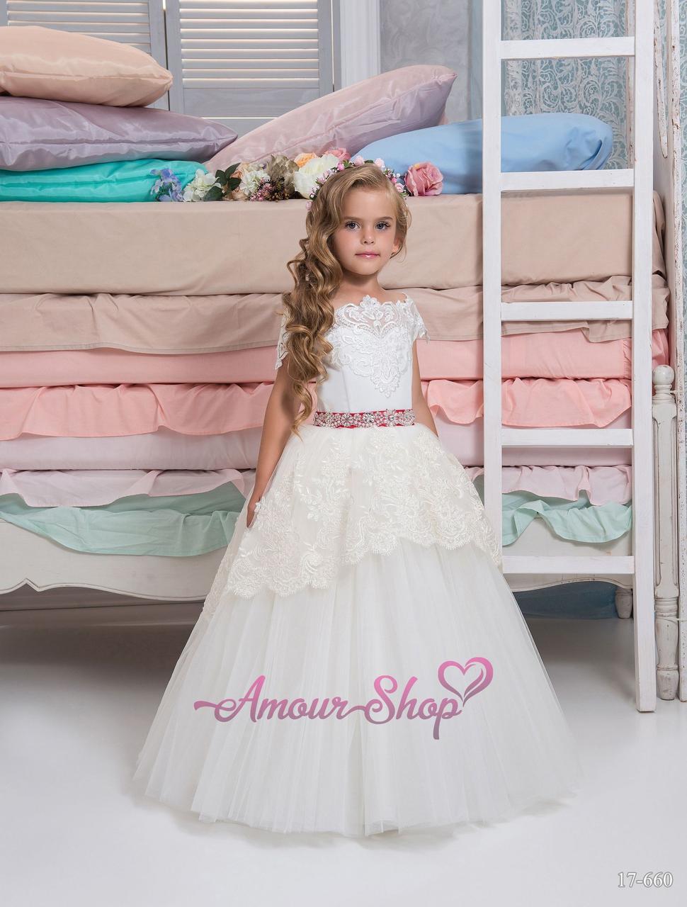 Детское платье  молочного цвета с открытыми плечами