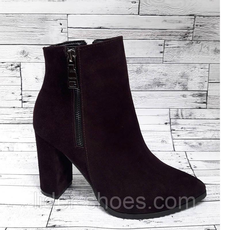 Замшевые женские ботинки на высоком каблуке