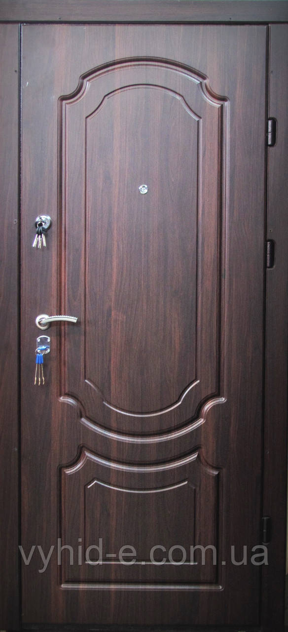Двери входные  REDFORT. Классика квартира