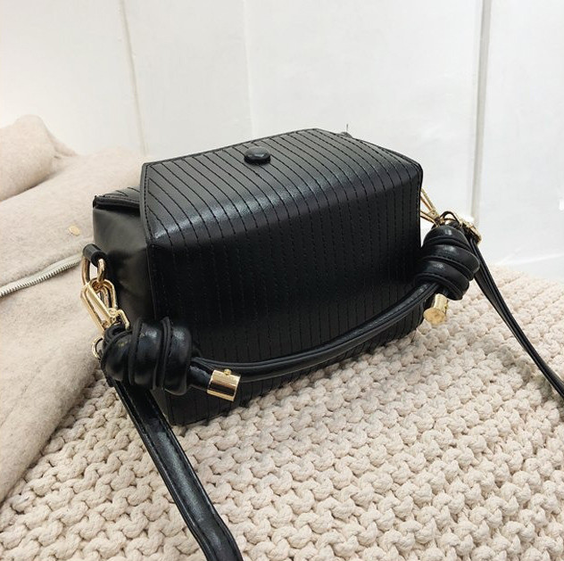 Модная женская сумка. Маленькая сумка женская прямоугольной формы (черная)