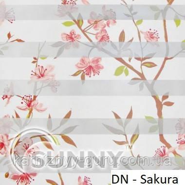 Рулонные шторы для окон День Ночь в закрытой системе Sunny с П-образными направляющими, ткань DN-Sakura