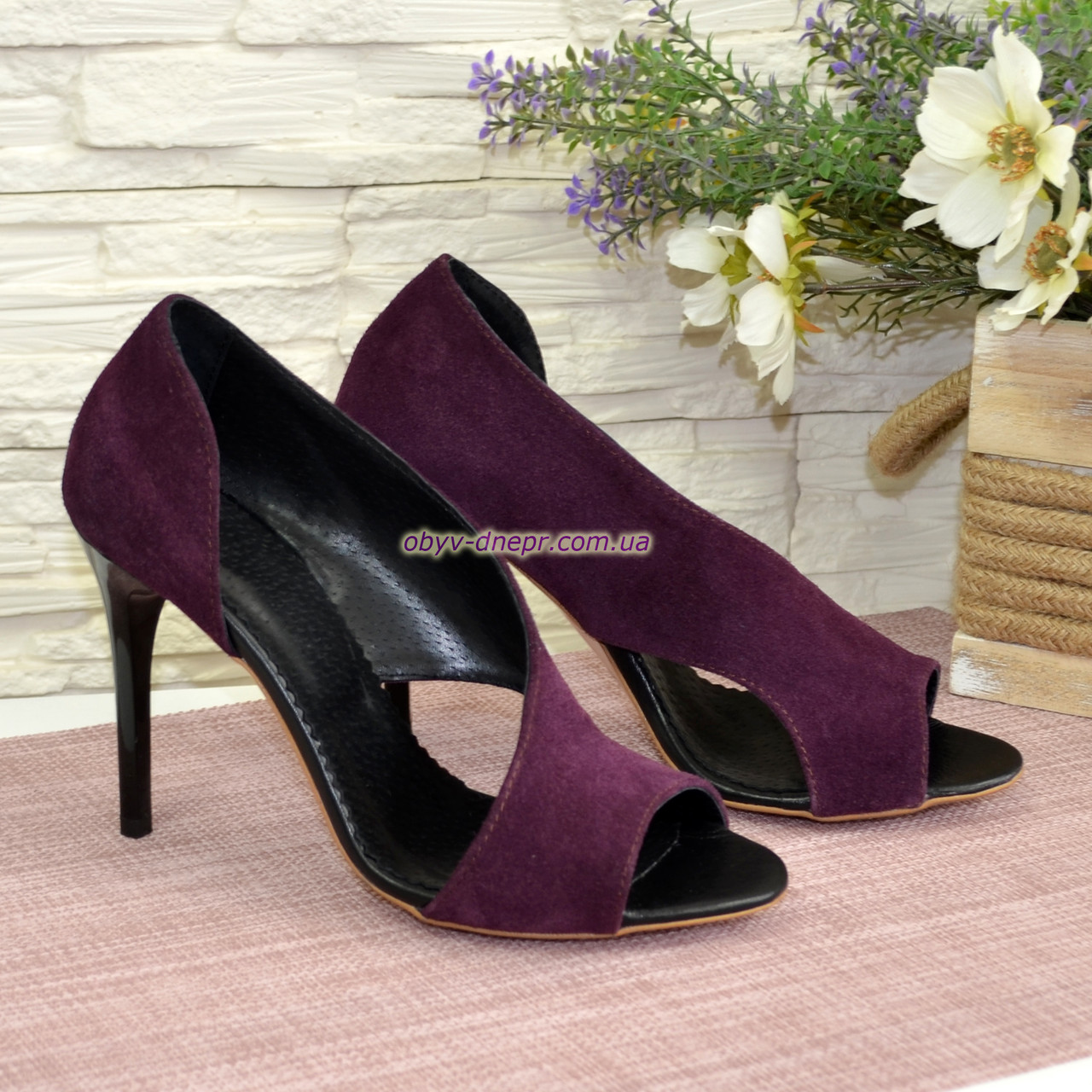 Босоножки женские замшевые на шпильке, цвет фиолетовый