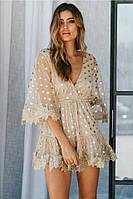 Короткое платье с принтом золотистого гороха из сетки с набивным кружевом.