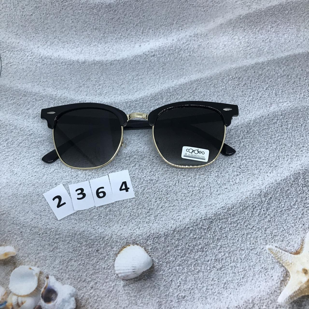Модные черные очки с золотой оправой