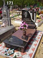 Ексклюзивний пам'ятник комплект з граніту ваза хрест закритий квітник
