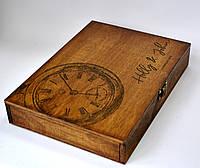 Деревянный футляр для презентации свадебных фотографий с кожаными застежками