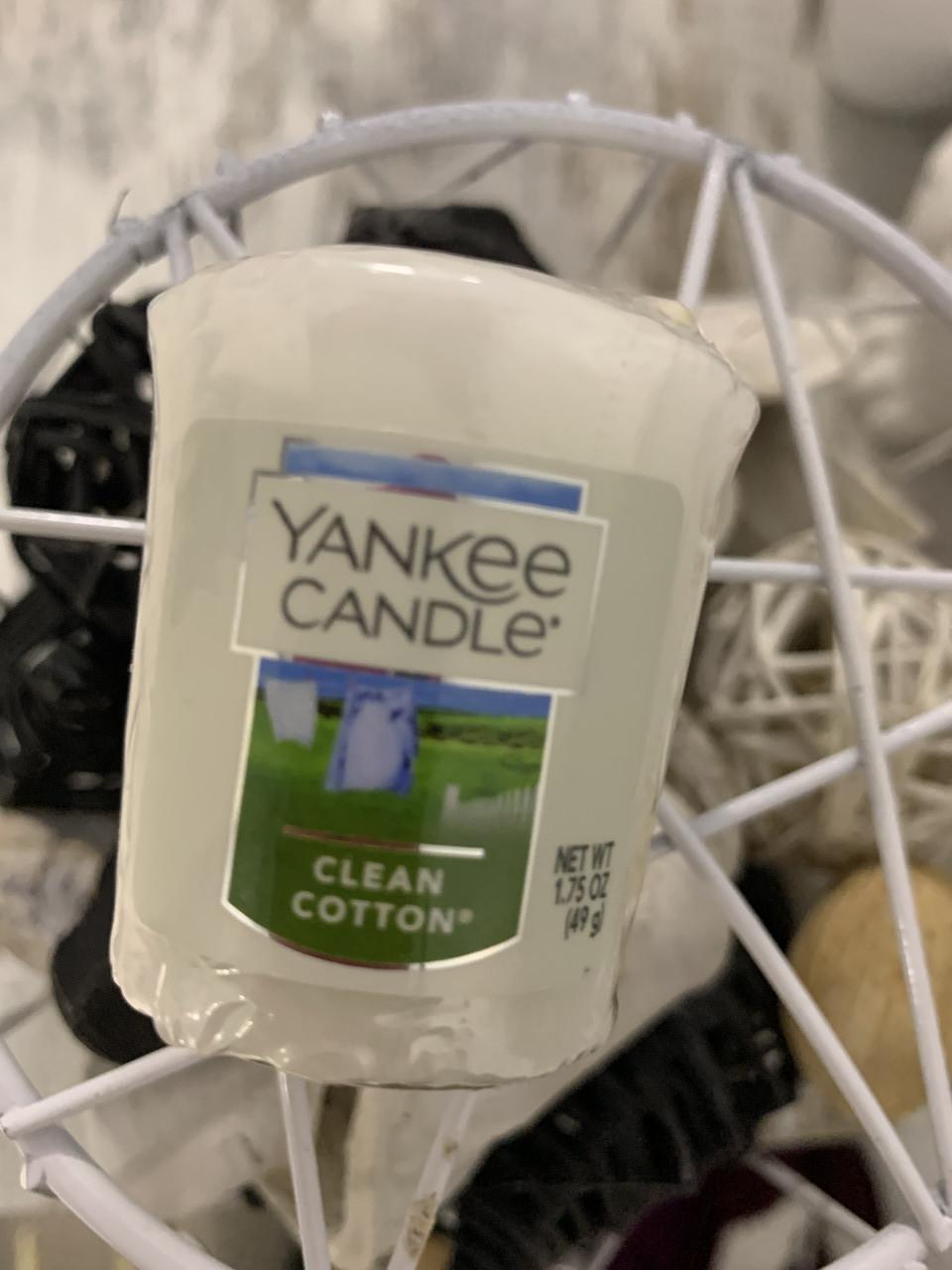 """Свеча ароматическая Yankee Candle """"Чистота и свежесть"""""""
