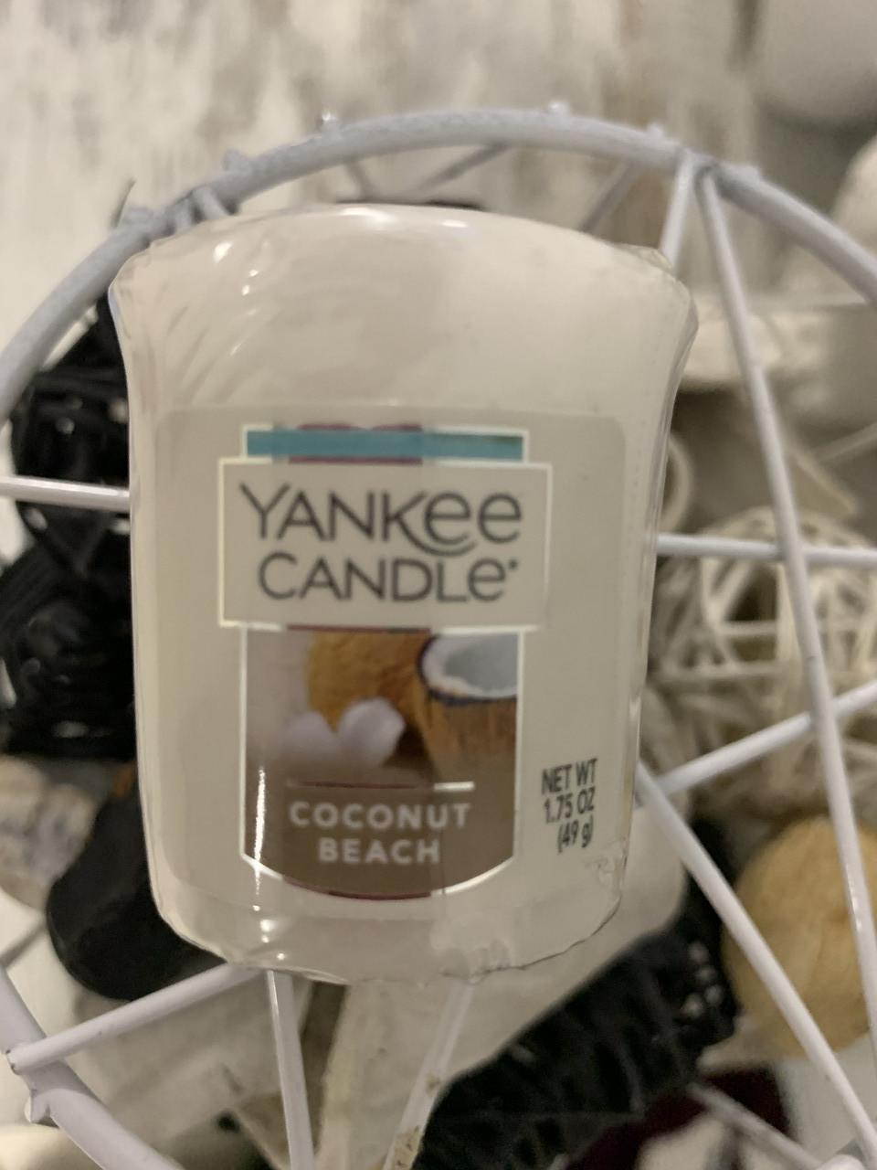 """Аромосвеча Yankee Candle """"Кокосовый пляж"""""""