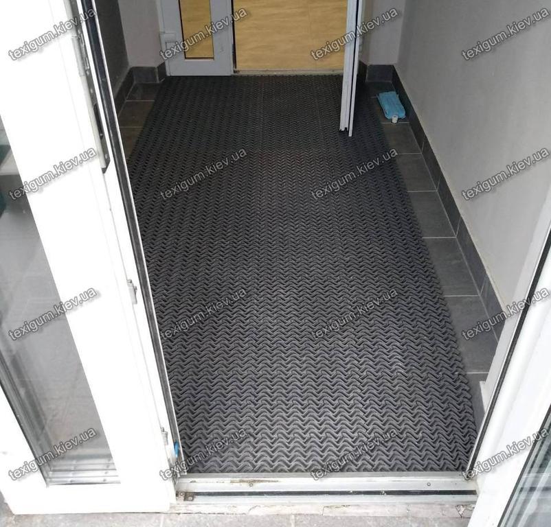Универсальный модульный грязезащитный антискользящий ковер Волна в интерьере помещения