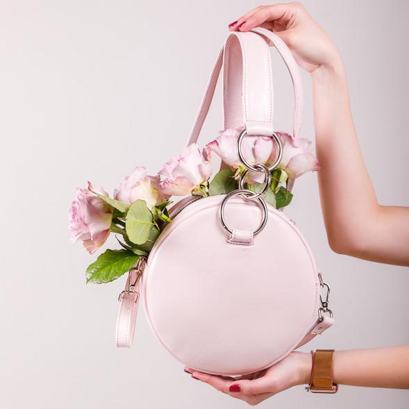 Пудровая круглая сумка женская . Натуральная кожа