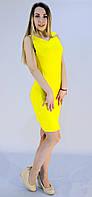 Яркое женское платье желтого цвета по колено