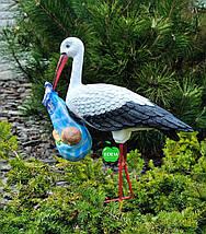 Садовая фигура Аист с младенцем мальчиком на металлических лапах, фото 3