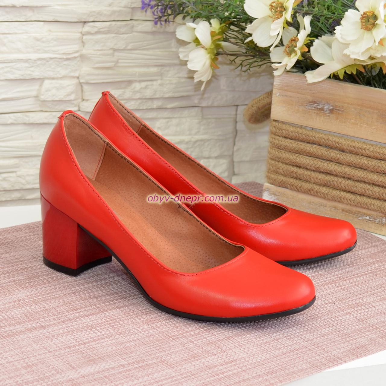 Женские туфли на невысоком устойчивом каблуке, из натуральной кожи красного цвета