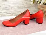 Женские туфли на невысоком устойчивом каблуке, из натуральной кожи красного цвета, фото 3