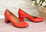 Женские туфли на невысоком устойчивом каблуке, из натуральной кожи красного цвета, фото 4