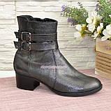 Ботинки кожаные демисезонные на невысоком каблуке, декорированы ремешками, фото 2