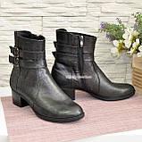 Ботинки кожаные демисезонные на невысоком каблуке, декорированы ремешками, фото 3