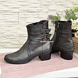 Ботинки кожаные демисезонные на невысоком каблуке, декорированы ремешками, фото 4