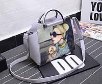 Элегантная сумка с принтом и металлическими ручками