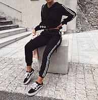Женский спортивный костюм с укороченным топом и лампасами