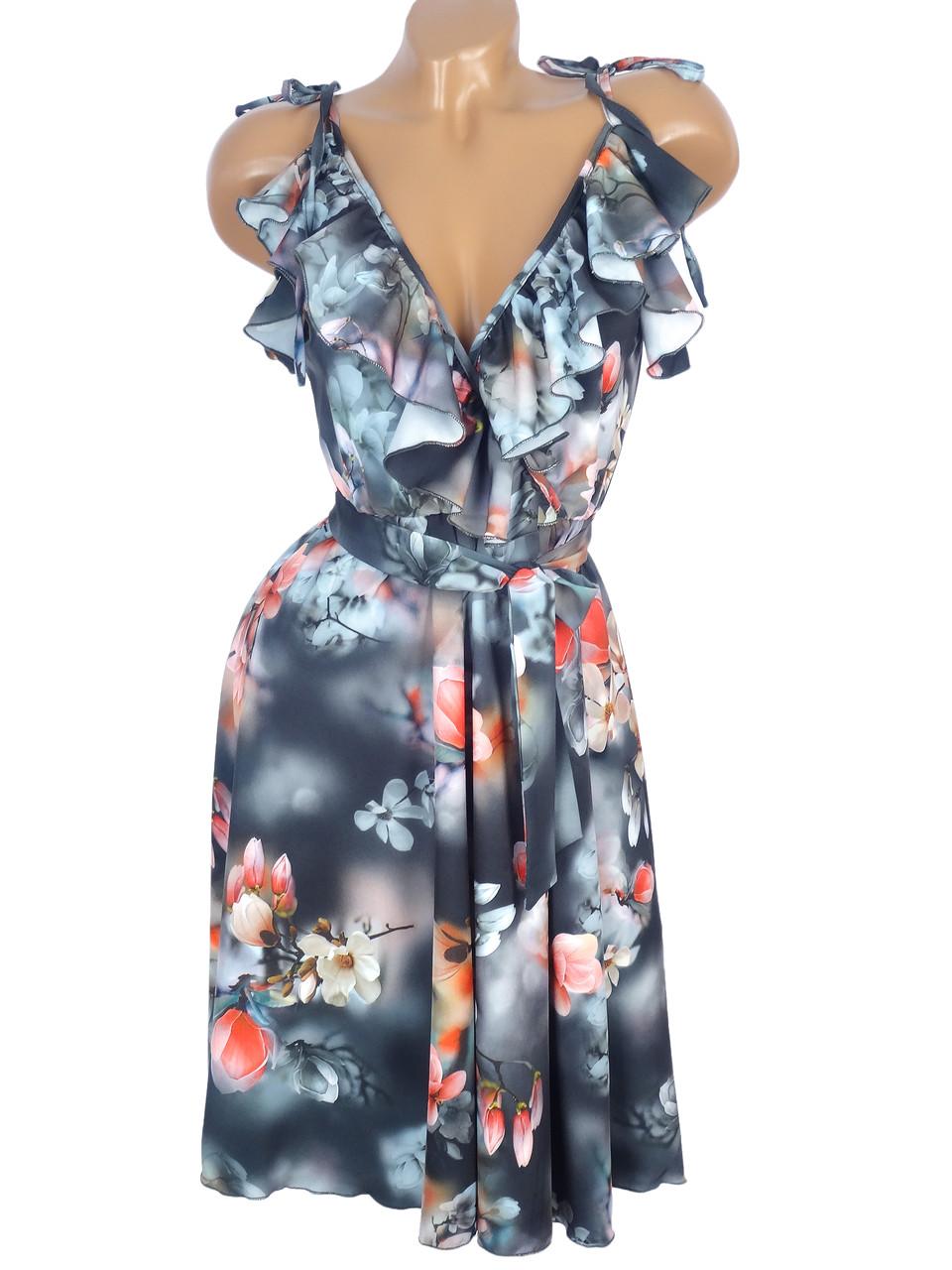 Красивое цветочное платье на бретелях