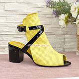 Босоножки женские комбинированные на устойчивом каблуке, фото 3