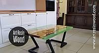 Стол для гостиной из дерева и эпоксидной смолы