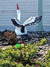 Садовая фигура Аист крылатый на металлических лапах, фото 2